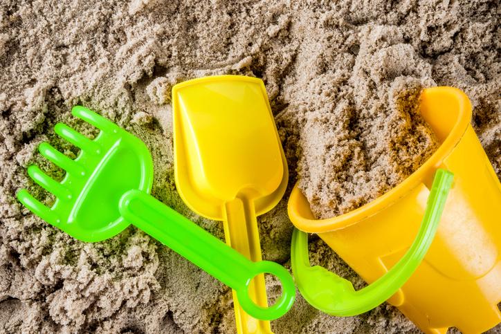 お子さんの砂場遊びにぜひおすすめしたいおもちゃセット10選|【選び方と注意点も】