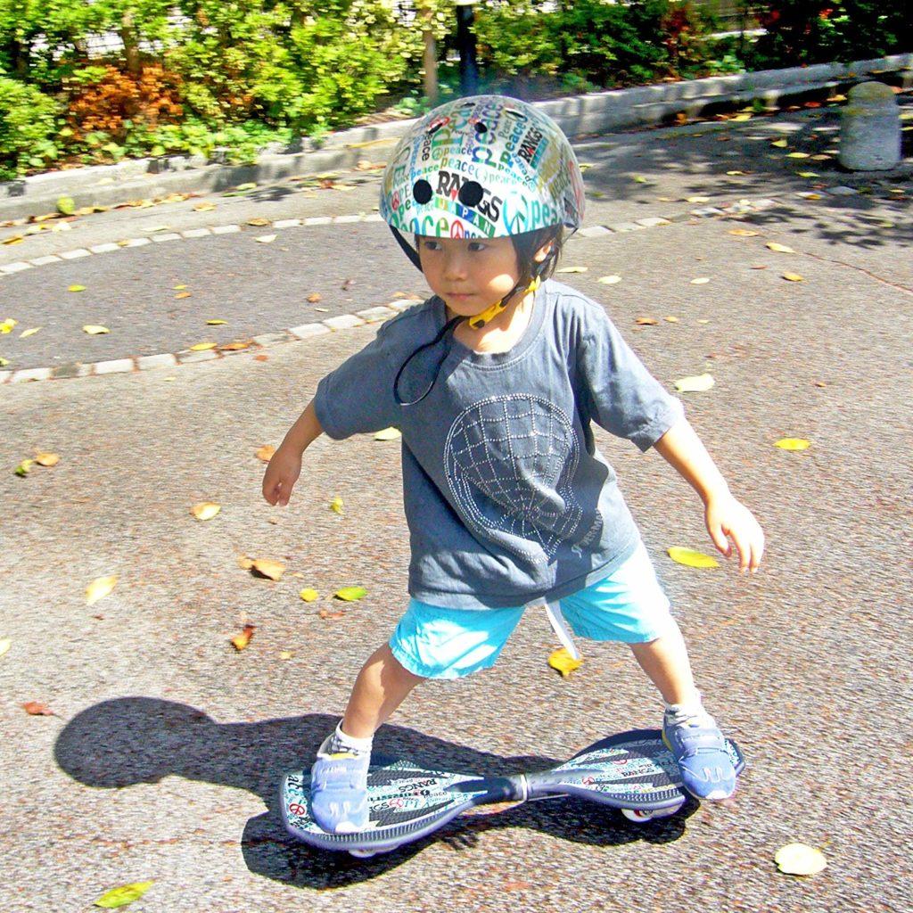 乗り 方 ボード キャスター 子供に人気の体幹を鍛える【エスボード】【ブレイブボード】の魅力☆サーフィンの陸トレに!